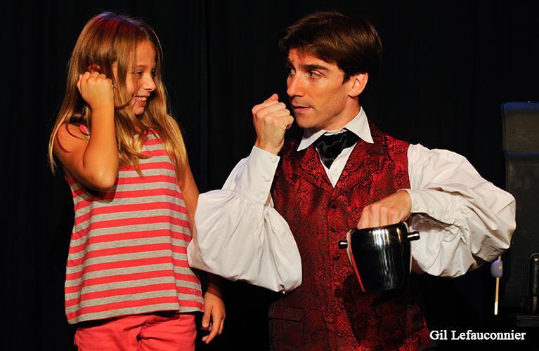 Spectacle de magie pour enfants à l'étranger avec Benoît Rosemont